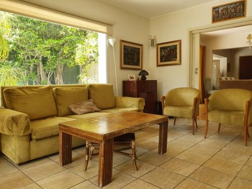 Casas en Venta - Alquiler en Carrasco, Montevideo