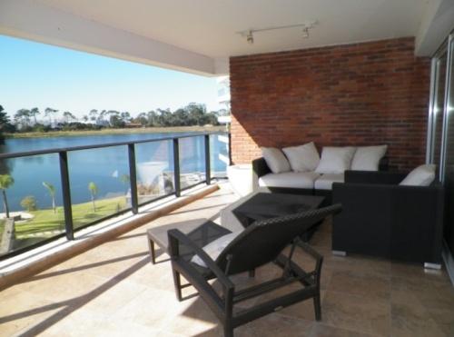 Apartamento en Alquiler en Carrasco, Montevideo