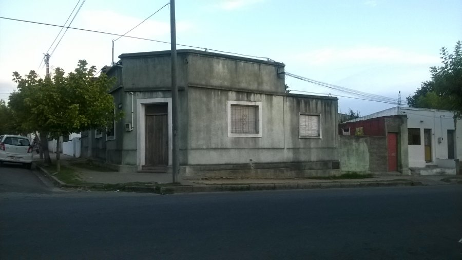 Casa centrica, a 5 cuadras de Plaza Sarandi y a 3 de Liceo Rubino