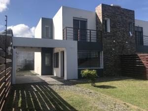 Casa en Venta - Alquiler en Lomas de Solymar, Ciudad de la Costa, Canelones
